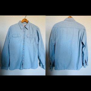 Wrangler rugged wear blue jean button down shirt.